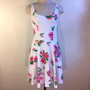 NWT White Flower Print Lace Back Dress